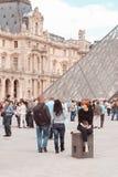 Франция, Париж - 17-ое июня 2011: Женщины Redhead близко Стоковые Изображения