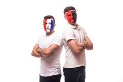 Франция против Албании Футбольные болельщики национальных команд перед спичкой на белой предпосылке Стоковые Изображения RF