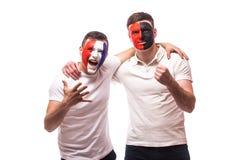 Франция против Албании Футбольные болельщики поддержки национальных команд дружелюбной перед спичкой на белой предпосылке Стоковая Фотография