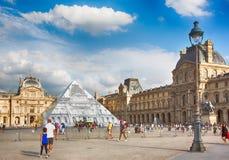 Франция paris Взгляд известного Лувра стоковые изображения