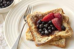 Французская здравица с ягодами Стоковое Изображение