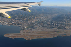 Французская ривьера и славный авиапорт от высоты полета  стоковое фото