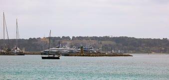 Французская ривьера Канн, среднеземноморское побережье, Eze, St Tropez, Монако и славное Яхты открытого моря и роскоши стоковое изображение rf