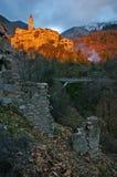 Французская ривьера, Пре-высокогорный ландшафт: средневековая деревня на заходе солнца Стоковое Изображение RF
