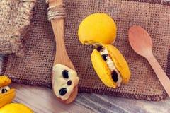 Французская традиция - желтые macaroons Стоковое Фото