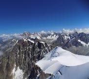 Французские горные вершины от Aguille du Midi Стоковые Изображения RF