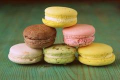 Французские пестротканые печенья macaroons Стоковые Изображения RF
