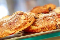 Французские печенья дальше показывают магазин кондитерскаи в Франции стоковая фотография rf
