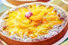 Французские печенья дальше показывают магазин кондитерскаи в Франции стоковое фото