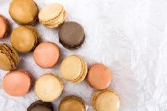 Французские печенья macaroons на белой предпосылке Стоковые Изображения