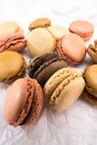 Французские печенья macaroons на белой предпосылке Стоковые Фото