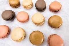 Французские печенья macaroons на белой предпосылке Стоковое фото RF