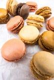 Французские печенья macaroons на белой предпосылке Стоковая Фотография