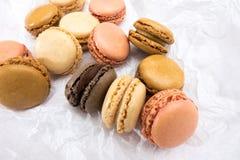 Французские печенья macaroons на белой предпосылке Стоковое Изображение RF