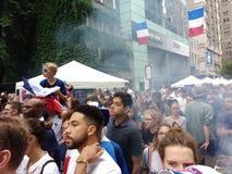 Французские поклонники футбола в Нью-Йорке, выпускных экзаменах кубка мира Стоковая Фотография