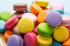 французские macaroons Macaroons кофе, шоколада, ванили и поленики Стоковое Фото