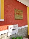 Французский колониальный железнодорожный вокзал стиля в городе Lat Da Перемещение внутри стоковое фото