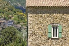 Французский коттедж в деревне. Провансаль. стоковое фото rf