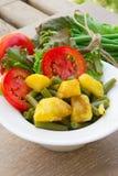 Французский салат стручковой фасоли в белом блюде Стоковое Изображение RF