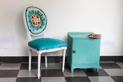 Французский стул прикроватный столик иллюстрация штока