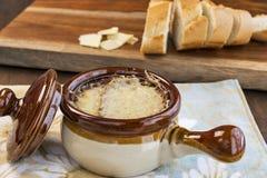 Французский суп лука с французским хлебом Стоковые Фотографии RF