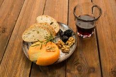 Французский сыр с грецкими орехами Стоковые Изображения