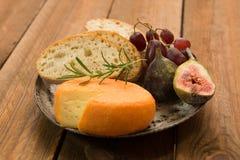 Французский сыр с смоквами Стоковые Изображения