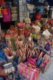 Французский ходить по магазинам сумок условный расчетный набор представительных потребительских товаров стоковые изображения rf