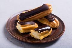 Французский eclair десерта с шоколадом стоковая фотография rf