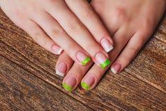 Французское искусство ногтя в зеленом цвете Стоковая Фотография RF