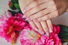 Французское искусство ногтя в фиолетовом цвете Стоковое Изображение