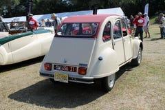 франчуз клиппирования автомобиля классицистический включая изолированную белизну путя Стоковая Фотография RF
