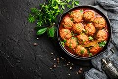 Фрикадельки говядины в томатном соусе стоковое фото