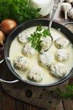 Фрикадельки цыпленка в соусе молока стоковое фото rf