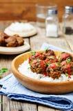 Фрикадельки vegan белых фасолей баклажана с томатным соусом и рисом Стоковые Изображения RF