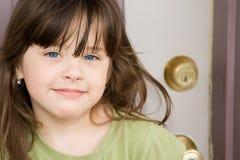фронт двери красивейшего ребенка Стоковые Изображения