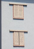 Фронт здания с закрытыми окнами Стоковое фото RF