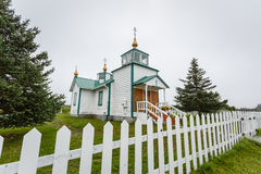 Фронт крошечной сельской Русской православной церкви Ninilchik, Аляски Стоковое Фото