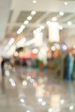 Фронт магазина будочки в торговой ярмарке выставки залы, нерезкости изображения Стоковые Фотографии RF