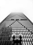 Фронт небоскреба - симметрия и сила - одно место Бостон, черно-белое стоковое фото