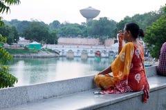 Фронт озера Kankaria йоги утра - Индия стоковые изображения rf