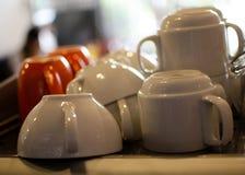 фронт фокуса чашек кофейной чашки мечтательный имеет смотреть фото мягкое Стоковые Изображения RF