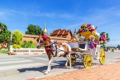 Фронт экипажа лошади виска Wat Phrathat Lampang стоковое изображение