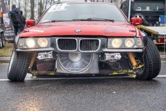 Фронт BMW, перемещаясь автомобиль после настраивать стоковая фотография