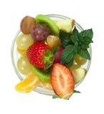 Фруктовый салат в стеклянном шаре стоковое изображение rf