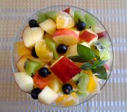 Фруктовый салат изолированный на белой предпосылке Стоковая Фотография RF