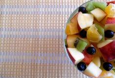 Фруктовый салат изолированный на белой предпосылке Стоковое фото RF