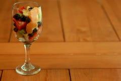 Фруктовый салат Delicoius на кухонном столе Стоковые Изображения RF