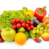 Фрукты и овощи изолированные на белизне Стоковые Изображения RF