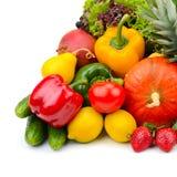 Фрукты и овощи изолированные на белизне Стоковая Фотография RF